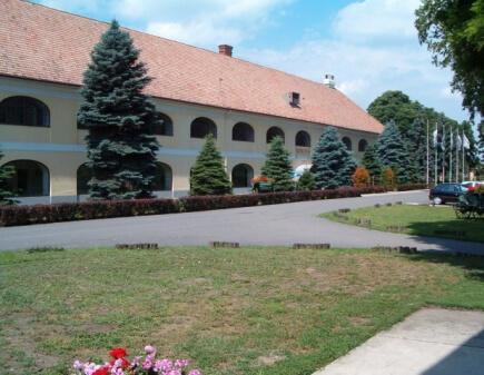 Egykori parancsnoki épület, ma szálloda
